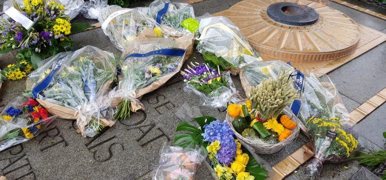 Вшанування жертв Голодомору під Тріумфальною аркою в Парижі